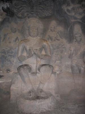 仏陀像(エローラ第4窟)