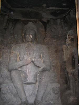 仏陀像(エローラ第6窟)