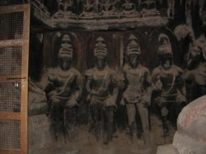 八大菩薩像(エローラ第12窟)仏殿