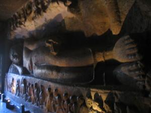 仏陀涅槃像(アジャンタ第26窟