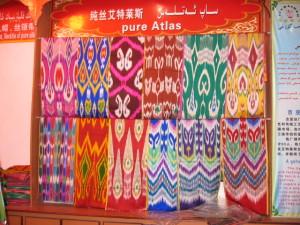 シルク工場の製品売り場(ホータン)