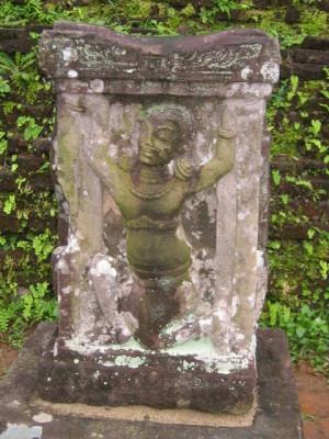 ミソン遺跡の人物像