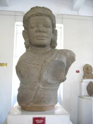 シヴァ神胸像