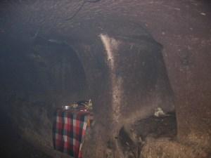ゴアガジャ 石窟 修行龕