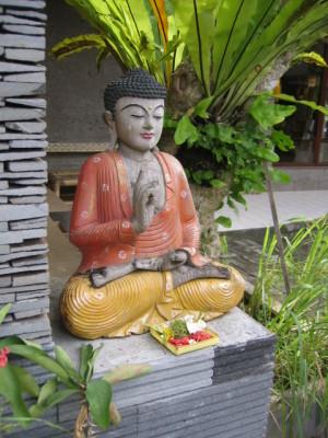 バリ島 庭の仏陀像