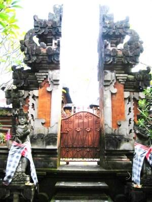 バリ島  屋敷寺 割門