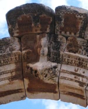 エフェスの遺跡 ハドリアヌス神殿