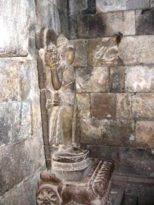 プランバナン寺院 ナンディ堂 神立像