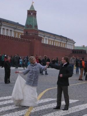 祝福の劇場花嫁の舞い