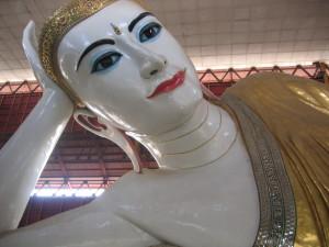ヤンゴン チャゥタッジー・パゴダ 涅槃仏