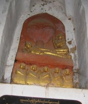 バガン アーナンダー寺院 入滅