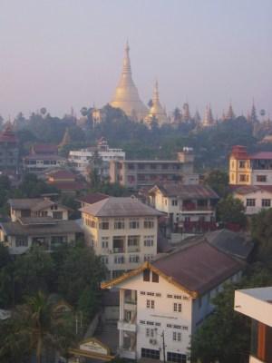 ヤンゴン シュエダゴン・パゴダの仏塔