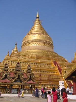バガン シュエジーゴン・パゴダの仏塔