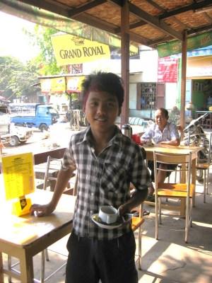 バガン カフェの少年