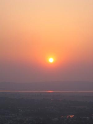 エーヤワディ川の夕暮れ