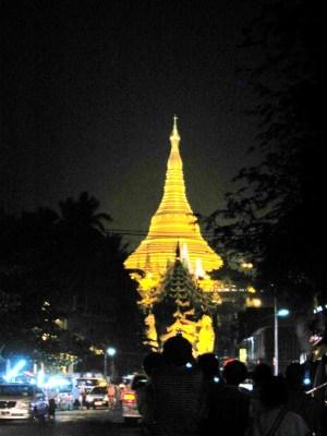 夜空に輝くパゴダ(ヤンゴン)