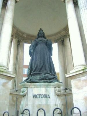 リヴァプール ヴィクトリア女王の立像