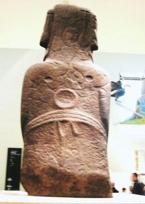 イースター島の人造彫刻(背面)
