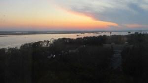 日没のアムール川