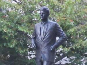 ボストン ケネディの像