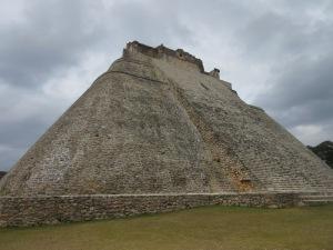 ウシマル遺跡 占い師のピラミッド