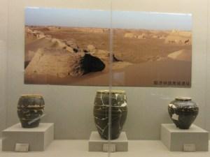 エチナ旗 カラホト 陶器の壺