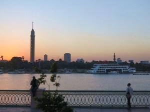夕闇が迫るカイロの河畔