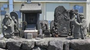王ケ頭の石像群