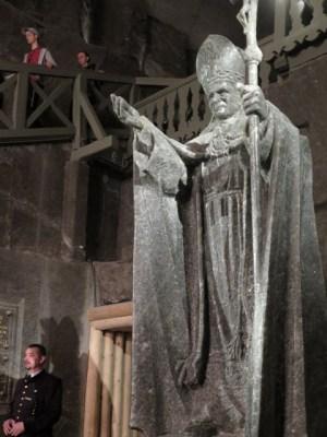 ヴィエリチカ岩塩坑のヨハネ・パウロ2世彫像