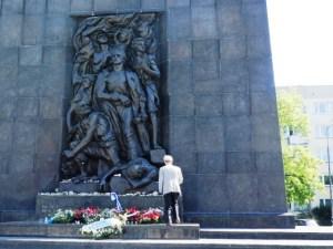 ワルシャワ ワルシャワゲットー英雄記念碑