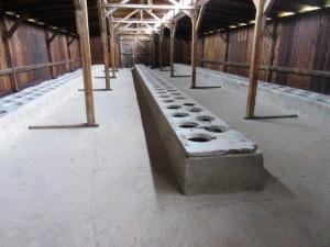 第二アウシュヴィッツ強制収容所トイレ