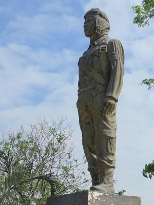 マバラカット 神風慰霊碑