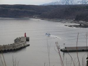 ウトロを出航する漁船