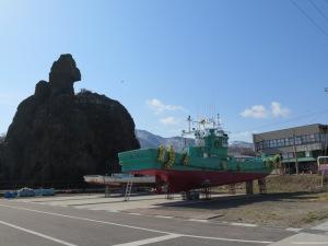 ウトロ ゴジラ岩