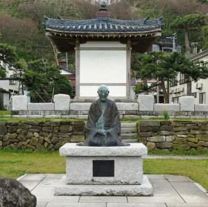 良寛禅師の像(生誕の地良寛堂)