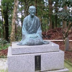 良寛禅師の像(国上寺境内)