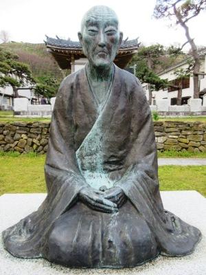 良寛禅師の像(生誕の地)