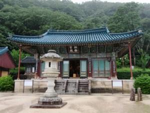 束草 新興寺 本殿前庭