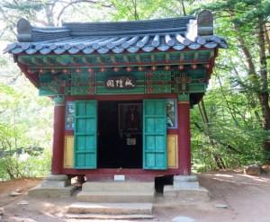 チョンチャン 月精寺 城隍閣(ソンファンガク)