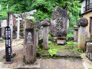 青葉山の碑