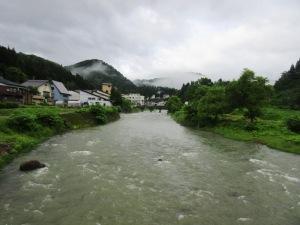 肘折 銅山川の流れ