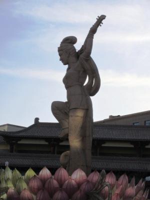 敦煌市  反弾琵琶像